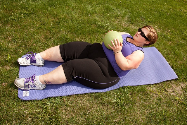 A women with obesity doing workouts.